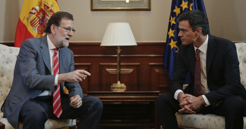 Mariano Rajoy y Pedro Sánchez, el pasado 13 de julio en el Congreso. (EFE)