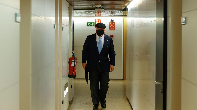 El juez sigue el rastro de 10 millones en mordidas de clientes de Villarejo