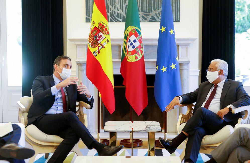 Foto: Pedro Sánchez y el primer ministro de Portugal, António Costa, este 6 de julio en el palacio de São Bento. (Reuters)