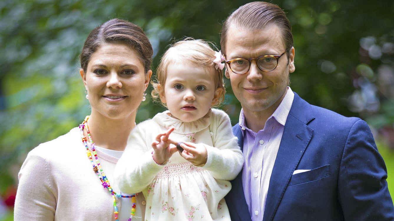 Foto: La familia heredera de Suecia celebrando el 37 cumpleaños de Victoria (Gtres)