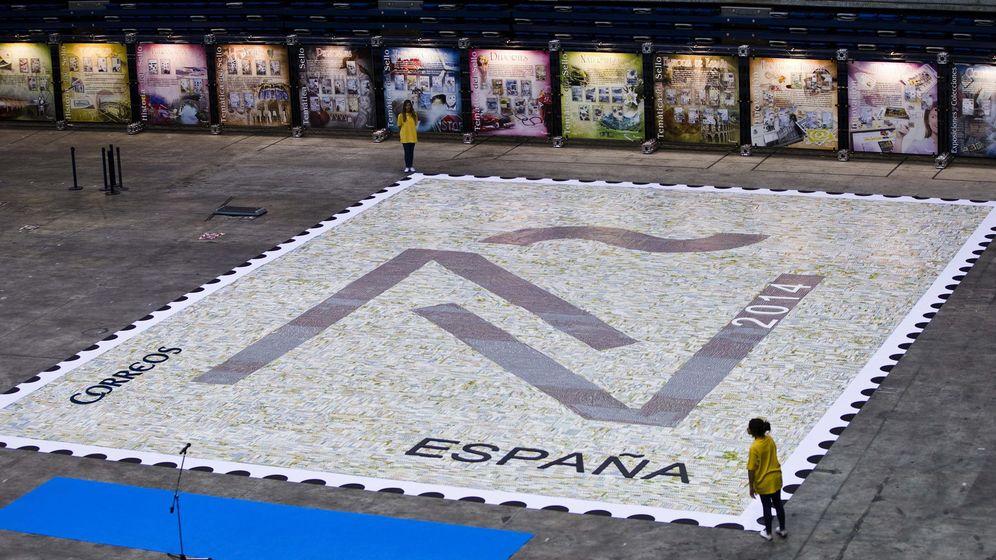 Foto: Mosaico de sellos de Correos (EFE)