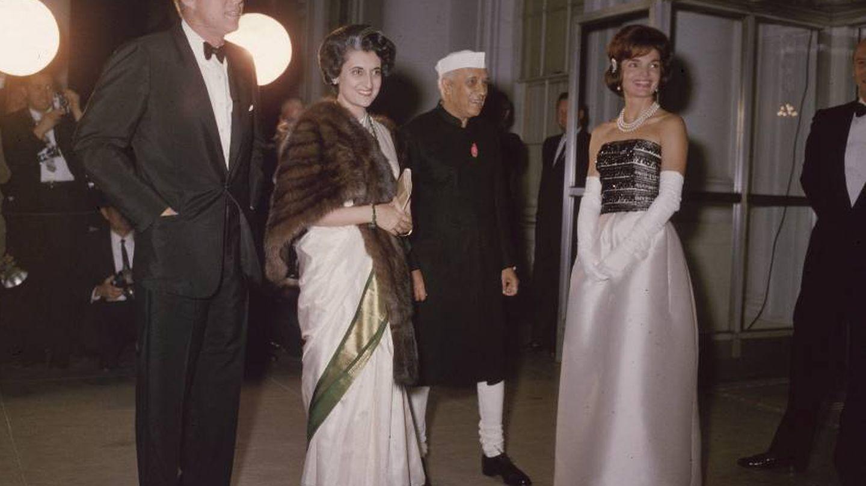 Los Kennedy reciben a Indira Gandhi en la Casa Blanca. (Getty)