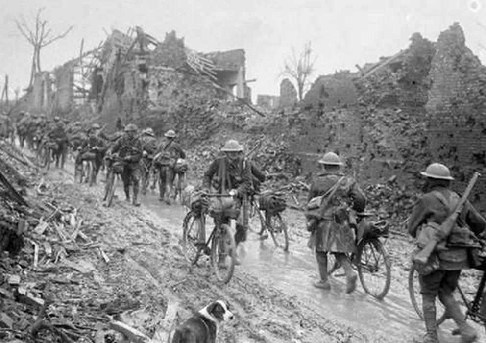Foto: Un grupo de ciclistas del conocido como Pelotón de la Muerte (Biblioteca Nacional Francesa).