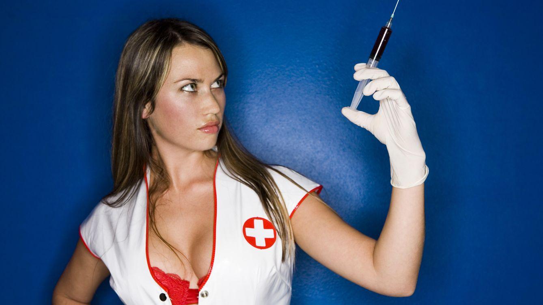 Foto: Jugar a los médicos parece un tópico desfasado, pero los sexshops no suelen equivocarse. (Corbis)