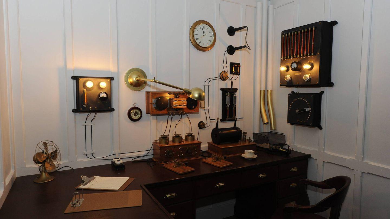 La sala de radio del transatlántico Titanic, en una exposición (EFE)