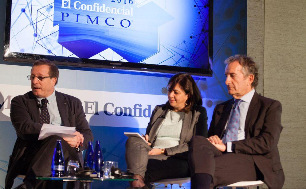 Foto: Ignacio Martín, presidente de Gamesa (d), y Rosa García (c), de Siemens, en el Foro PIMCO-El Confidencial.
