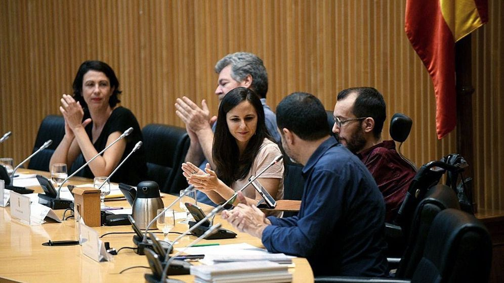Foto: Ione Belarra (3d), portavoz adjunta de Unidos Podemos, junto a Pablo Echenique (2d), secretario de Organización, y los diputados Juantxo López de Uralde (d), Josep Vendrell (2i) y Eva García Sempere (i). (EFE)