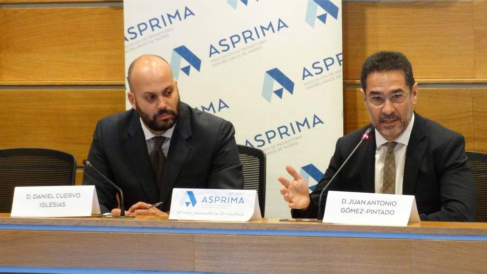 Foto: Juan Antonio Gómez-Pintado (d), presidente de Asprima y Daniel Cuervo, secretario de la asociación.