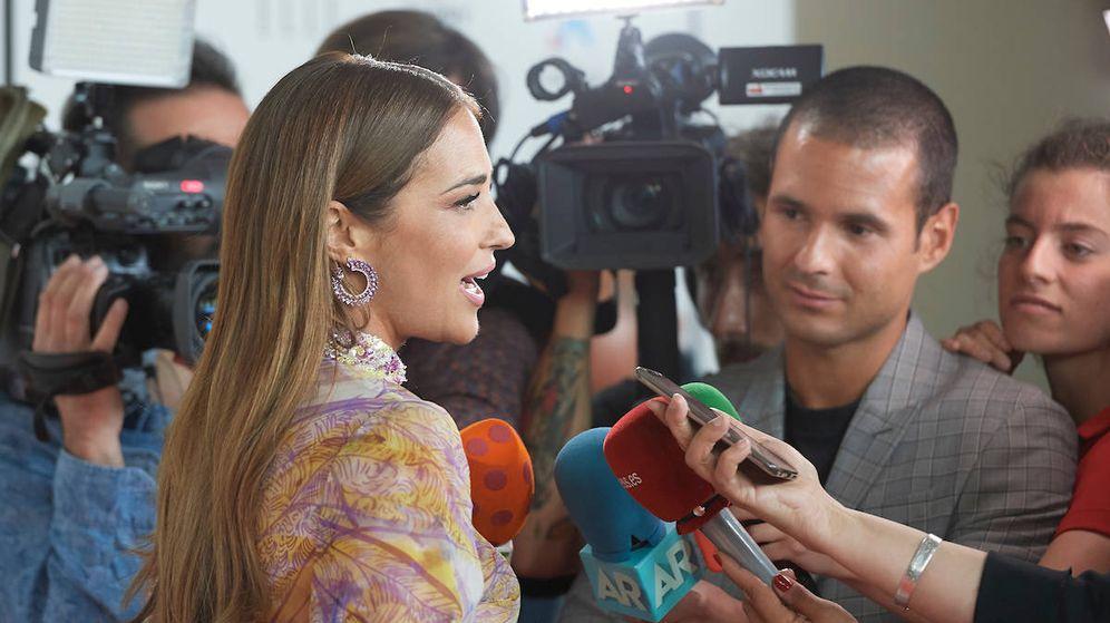 Foto: Paula Echevarría a su llegada a la fiesta rodeada por cientos de periodistas (Jose Gegundez)