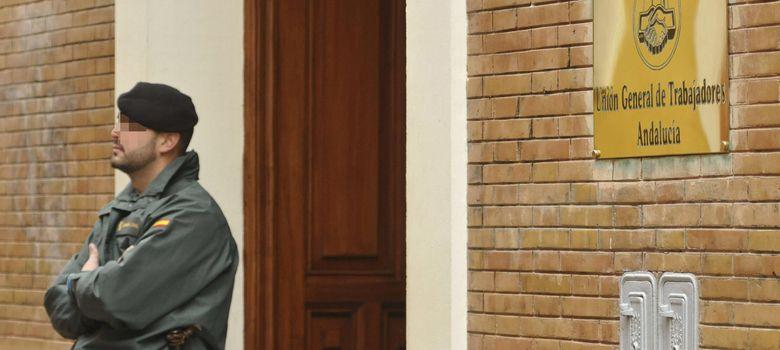 Foto: La Guardia Civil registra la sede de UGT Andalucía (Efe).