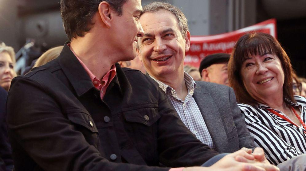 Foto: Pedro Sánchez y Zapatero, en el Congreso de buen gobierno del PSOE. (EFE)