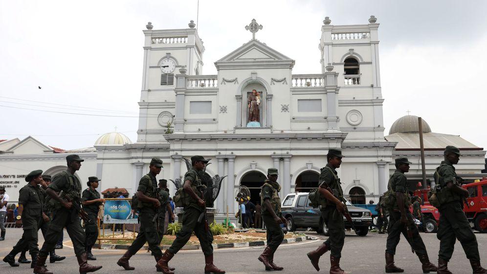 Foto: Miembros del ejército de Sri Lanka en la capital del país, Colombo. (Reuters)