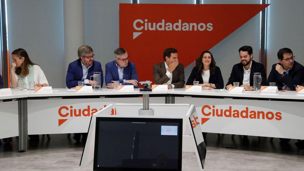 Rivera frena la 'rebelión' y zanja el debate interno: el no a Sánchez es irreversible