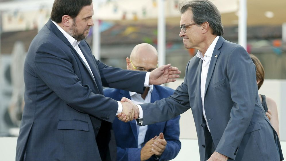 Foto: El presidente de la Generalitat y de CDC, Artur Mas, y el presidente de ERC, Oriol Junqueras. (Efe)