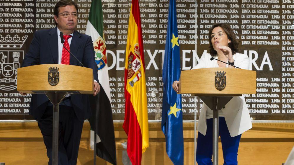 Foto: La vicepresidenta del Gobierno, Soraya Sáenz de Santamaría, de visita institucional a Extremadura. (EFE)