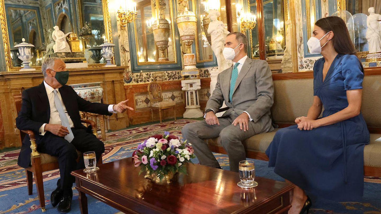 Los Reyes, durante su último encuentro con el presidente portugués. (Casa de S. M. el Rey)
