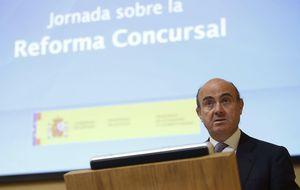 Guindos acusa al BdE y la CNMV de mirar hacia otro lado en Bankia