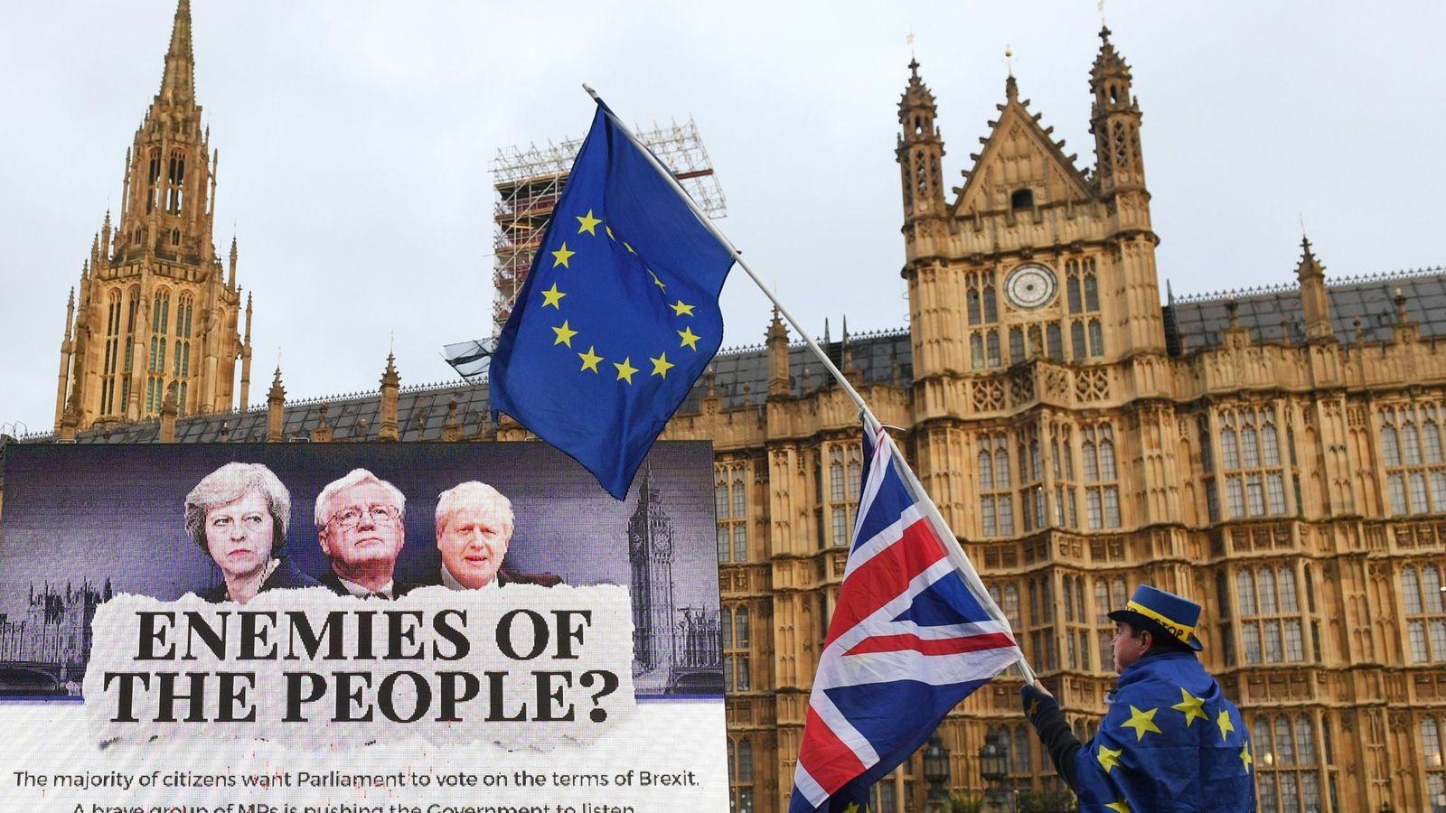Foto: Protestas contra el Brexit frente al Parlamento británico. (EFE)