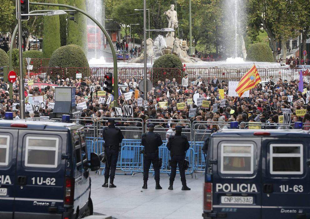 Foto: Protestas en Madrid, junto al Congreso de los Diputados (EFE)