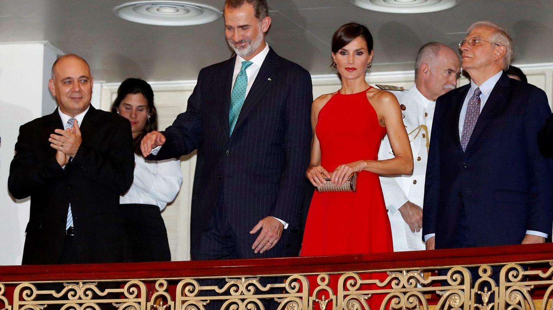 Don Felipe y doña Letizia antes del espectáculo. (Efe)