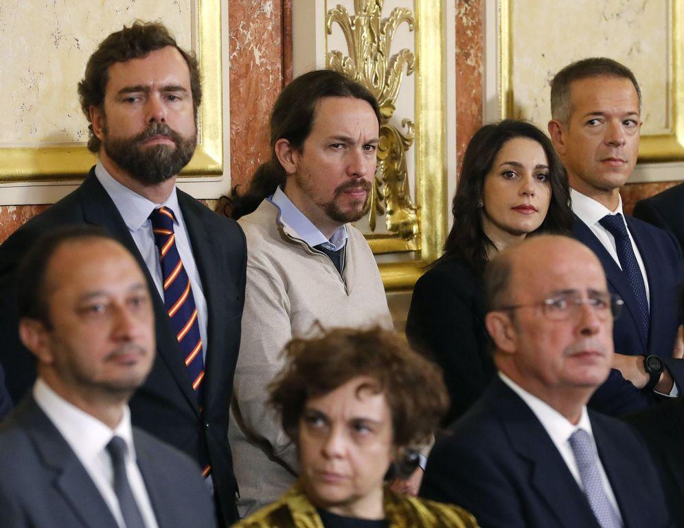 Foto: El diputado de Vox Iván Espinosa de los Monteros, el líder de Podemos, Pablo Iglesias, e Inés Arrimadas, de Ciudadanos. (EFE)