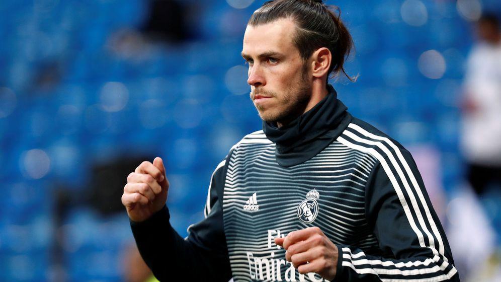 Foto: Gareth Bale durante unos ejercicios de calentamiento en el Bernabéu. (Reuters)