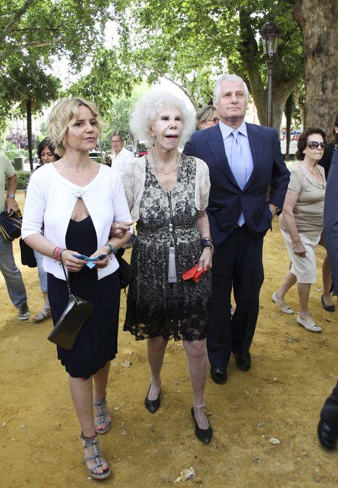 Foto: La duquesa de Alba, junto a sus hijos Eugenia y Carlos Martínez de Irujo (Gtres)