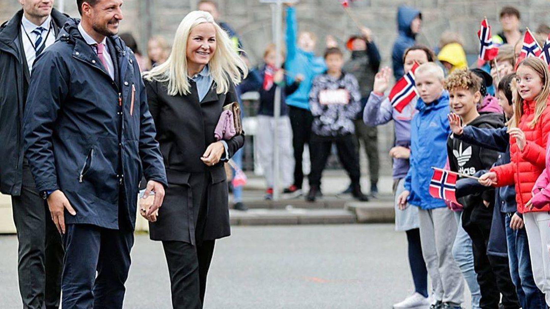 Haakon y Mette-Marit, en su visita. (Instagram @detnorskekongehus)