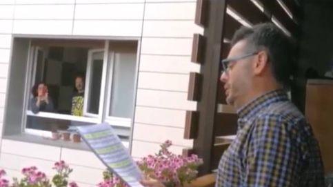 Un tenor de Getxo anima la cuarentena a sus vecinos cantando desde su balcón