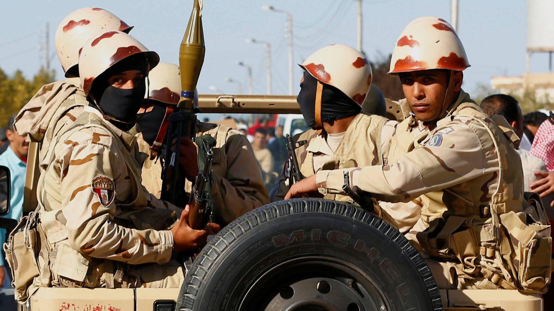 Fuerzas militares egipcias en el norte del Sinaí, en diciembre de 2017. (Reuters)