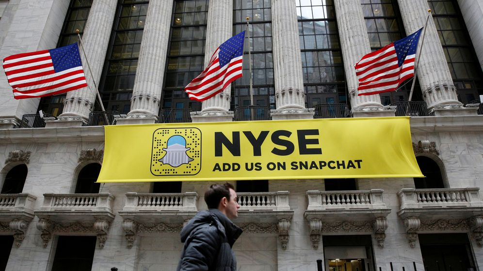 Foto: Foto de un cartelón de Snapchat en Wall Street. (Reuters)