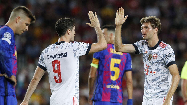 Lewandowski y Müller celebran el 0-1. (Reuters)