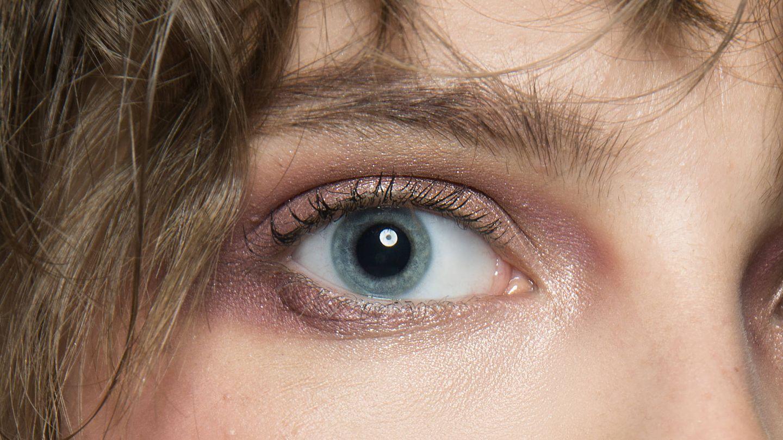 Las sombras de ojos en crema se funden mucho mejor con la piel. (Imaxtree)