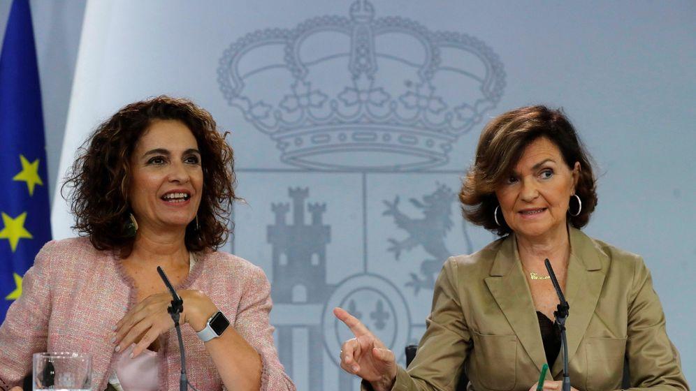Foto: María Jesús Montero y Carmen Calvo. (EFE)
