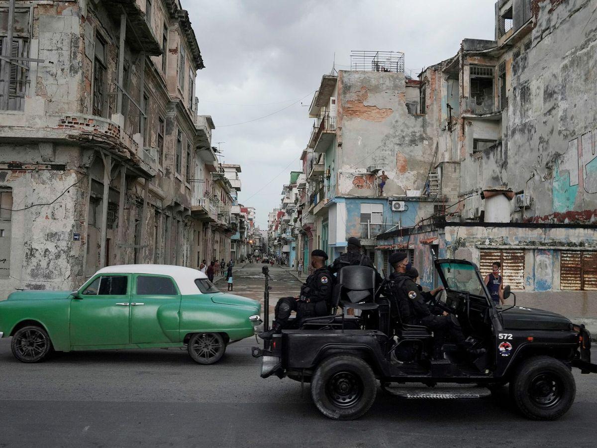 Foto: Un vehículo militar, en las calles de La Habana. (Reuters)
