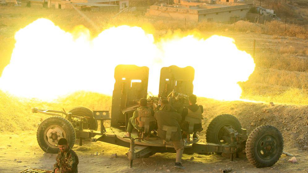 Foto: Fuerzas 'peshmerga' atacan con artillería la ciudad de Naweran, cerca de Mosul, el 20 de octubre de 2016. (Reuters)