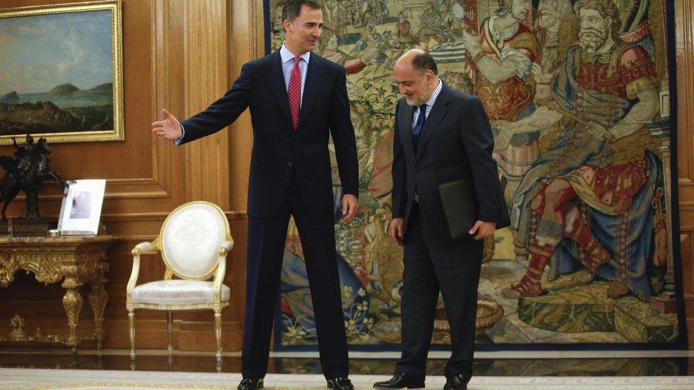 Foto: Felipe VI, con Francisco Pérez de los Cobos, en una audiencia en la Zarzuela. (Reuters)