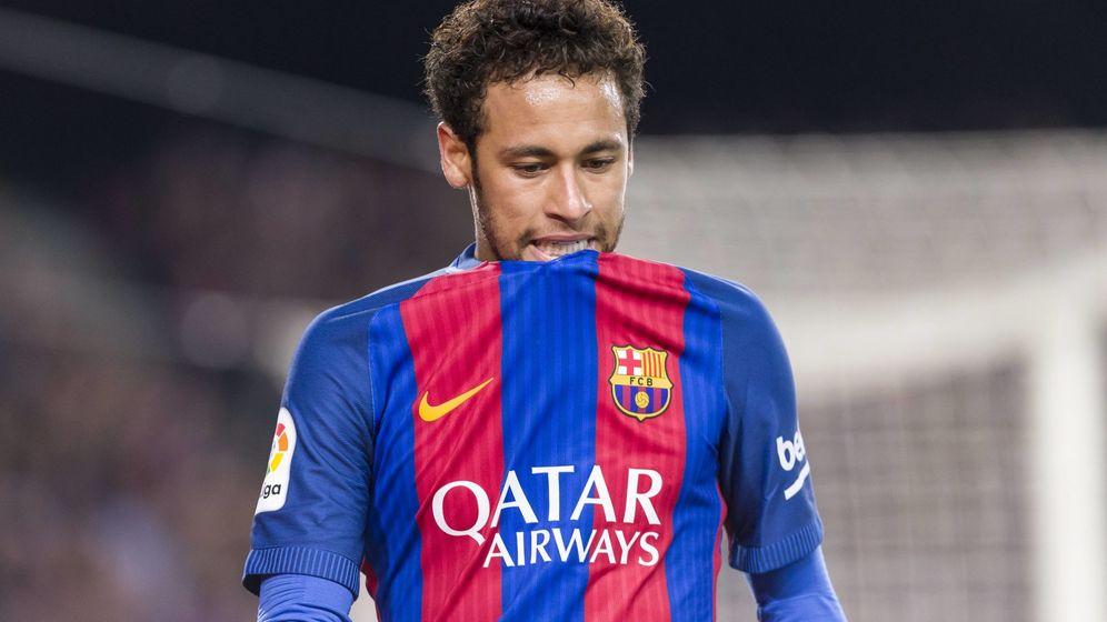 Foto: Neymar se lamenta de una ocasión fallada ante el Valencia. (Foto: Cordon Press)