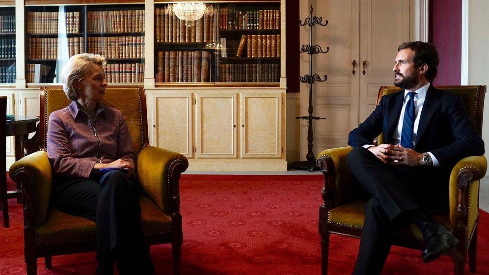 Foto: Pablo Casado se reúne con Ursula von der Leyen en Bruselas. (David Mudarra)