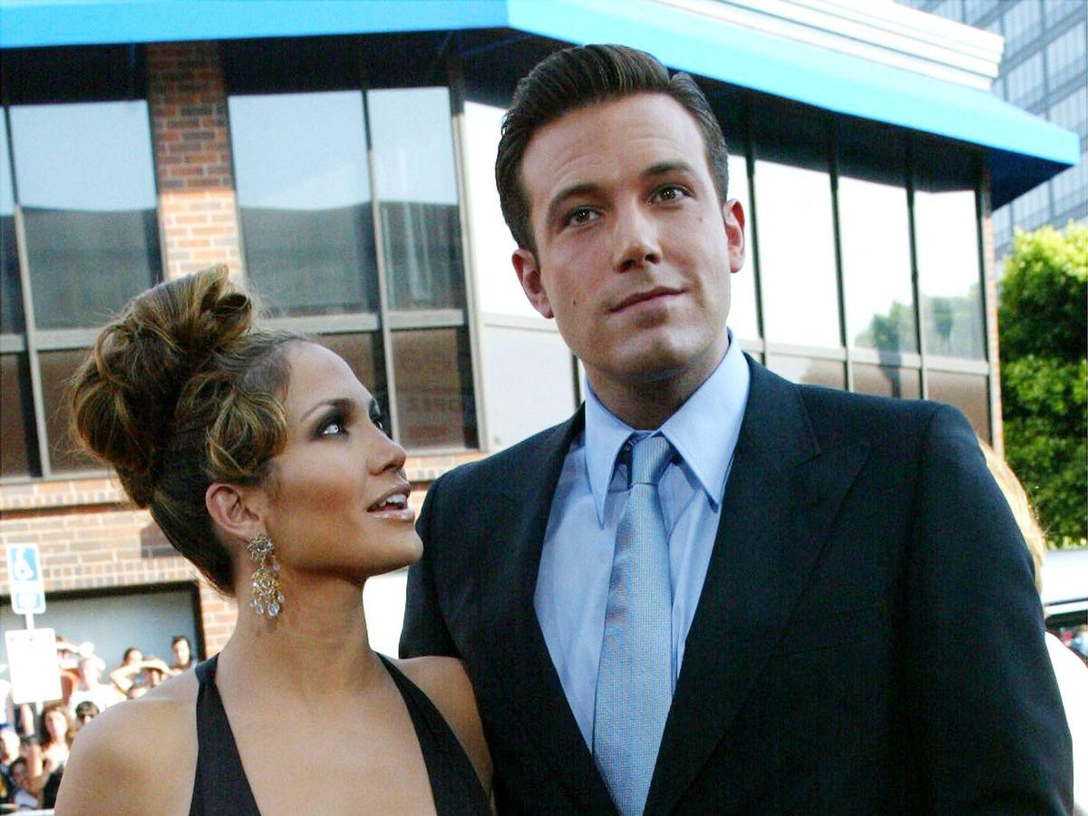 Foto:  Jennifer Lopez y Ben Affleck, en su primer romance. (Getty)