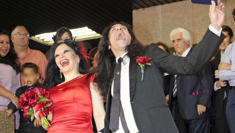 Foto: Alaska y Mario en la puerta del Registro Civil de Madrid tras casarse en 2011 (Gtres)