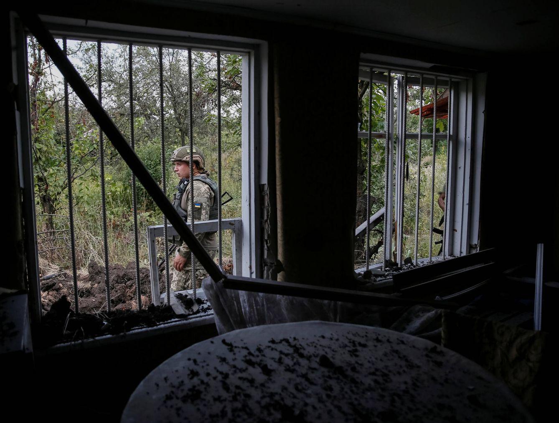 Foto: Un militar ucraniano en su posición en el frente de Avdeyevka, Ucrania, el 10 de agosto de 2016 (Reuters).