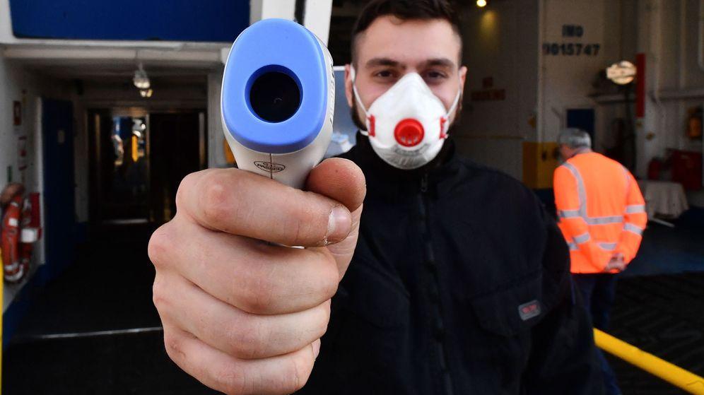 Foto: Controles de temperatura en Génova, Italia. (EFE)