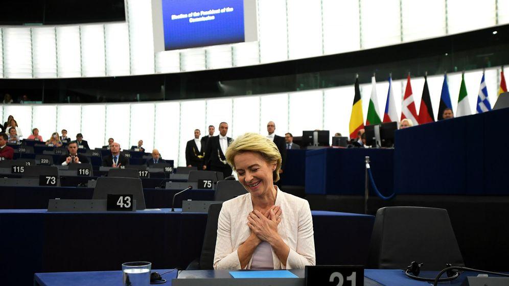 Foto: La ministra alemana de Defensa, Úrsula von der Leyen, celebra este martes su nombramiento como nueva presidenta de la Comisión Europea (CE) en el Parlamento Europeo. (EFE)