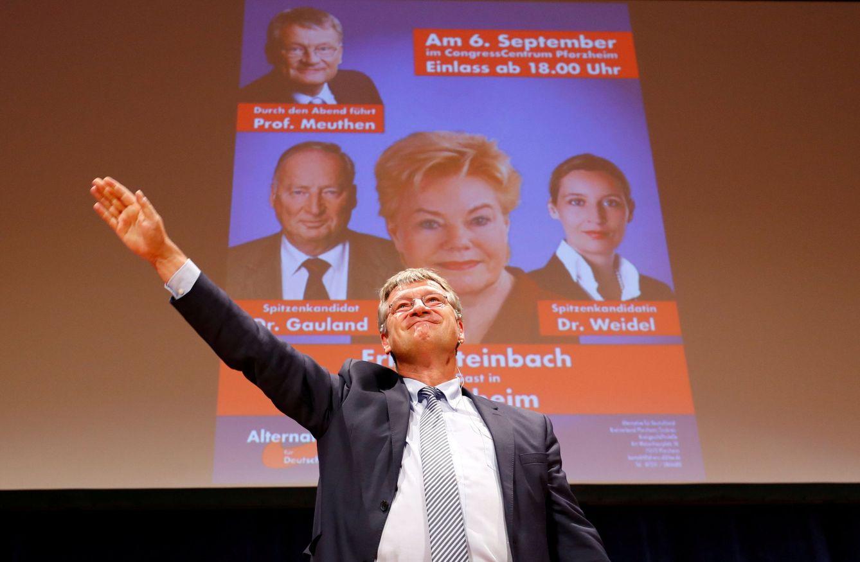 Foto: El líder de AfD Joerg Meuthen saluda a simpatizantes en un mitin de campaña en Pforzheim, Alemania. (Reuters)