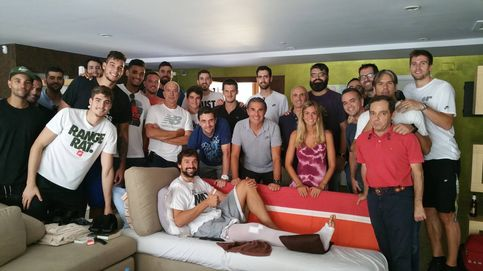 La selección española visita a Sergio Llull tras su lesión de rodilla