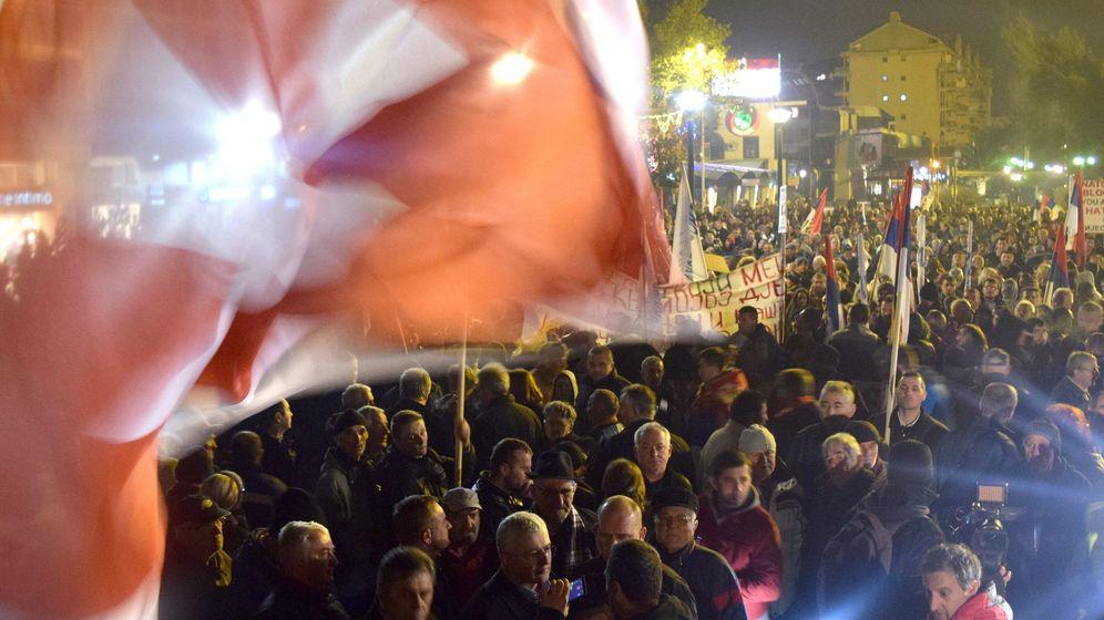 Foto: Manifestación contra la OTAN en Podgorica, la capital de Montenegro, en diciembre de 2015 (EFE)