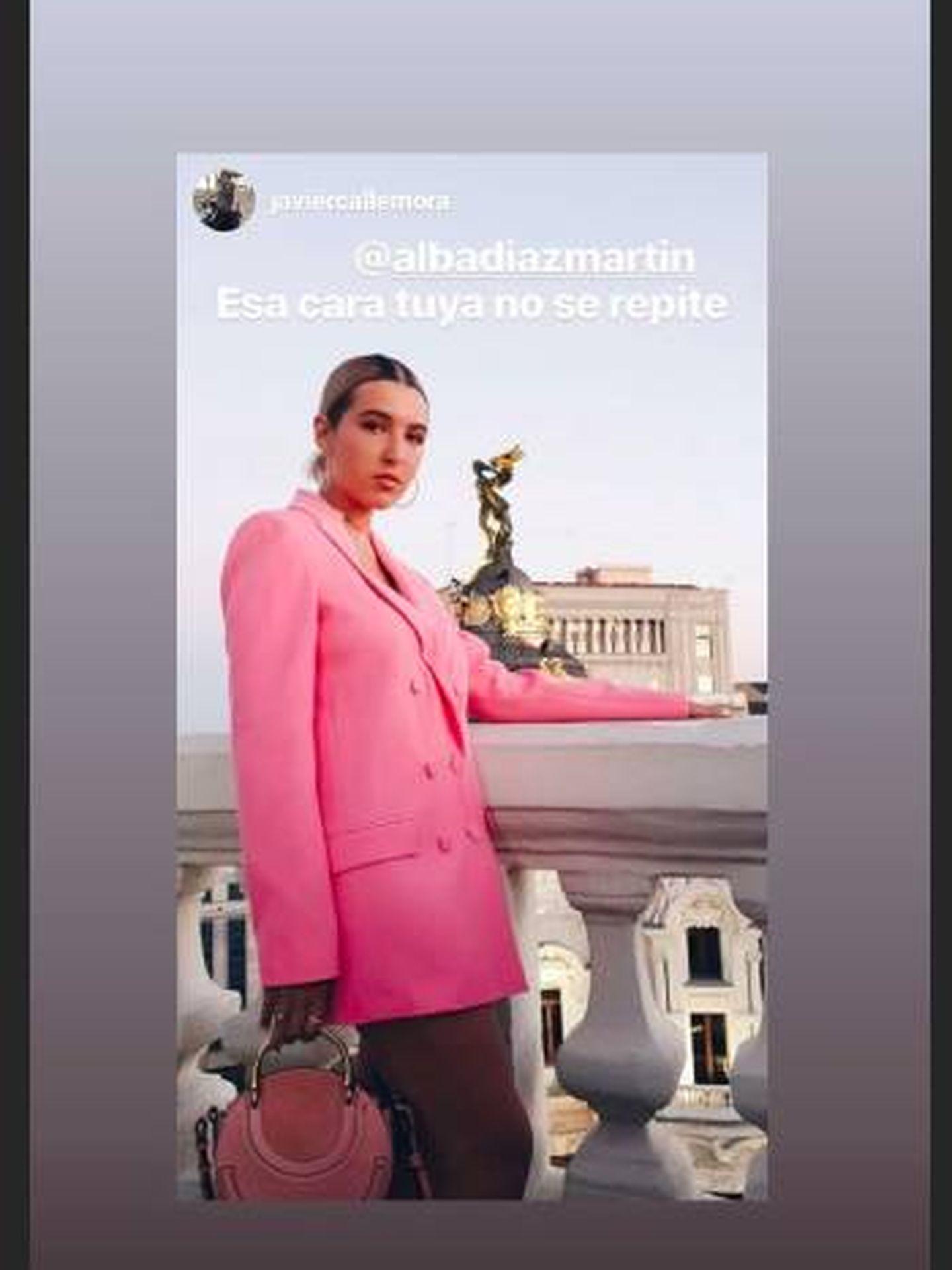 Uno de los stories que su pareja, Javier Calle, subió en plena fiesta y donde vemos el look de Alba. (Instagram)