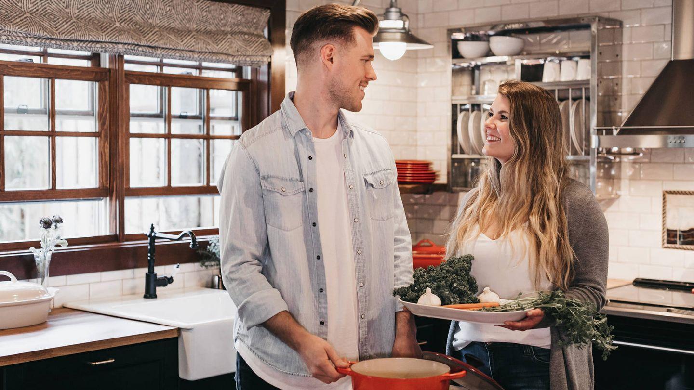 Aprender a cocinar es una manera de adelgazar y ahorrar al mismo tiempo (Becca Tapert para Unsplash)
