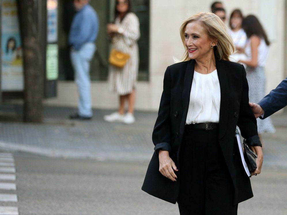 Foto: Cristina Cifuentes, el pasado 9 de octubre, justo antes de llegar a la Audiencia Nacional para declarar. (EFE)